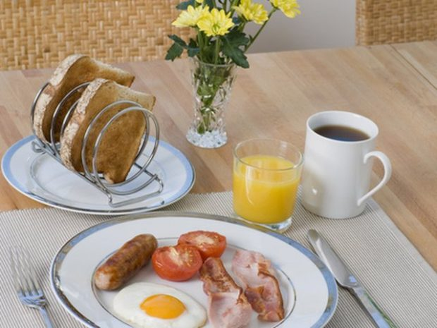 Flasin ekspertët/ Gjëja më e keqe që nuk duhet ngrënë kurrë në mëngjes