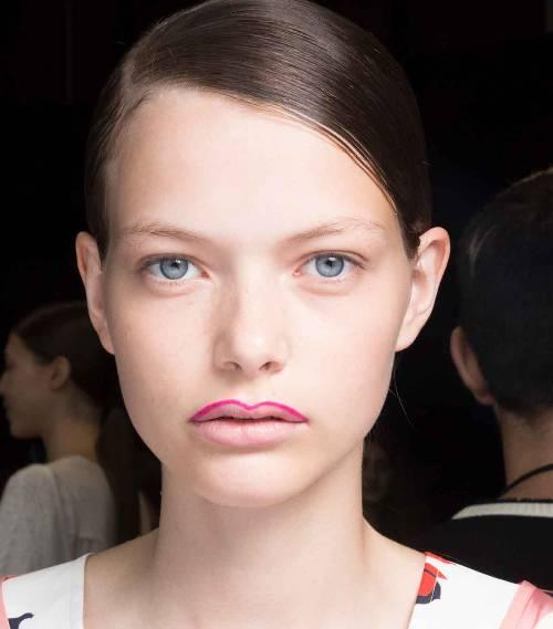 """Nga peneli neon te manikyri me logo/ Shihni trendet e bukurisë që spikatën në javën e modës në """"New YORK"""" (FOTO)"""