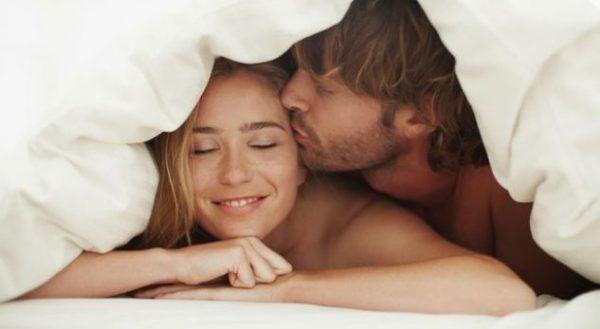 Ja çfarë duhet të bëjnë meshkujt gjatë seksit për të rritur kënaqësinë e femrave