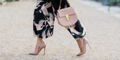 Vjeshta na bën një dhuratë/ Këtë herë e presim me këpucë me taka ngjyrë nudë (FOTO)