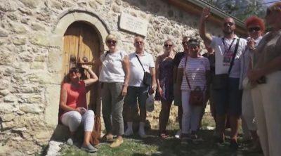 HAMAMI NË KRUJË ATRAKSION E ZHGËNJIM/ Turistët shkojnë ta vizitojnë por e gjejnë derën të mbyllur