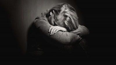 JE NË DEPRESION APO SHUMË E MËRZITUR? Ja shenjat që bëjnë dallimin