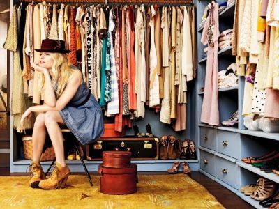 PËR TË SHMANGUR TË PAPRITURAT/ Ja si t'i ruajmë mirë rrobat në dollap