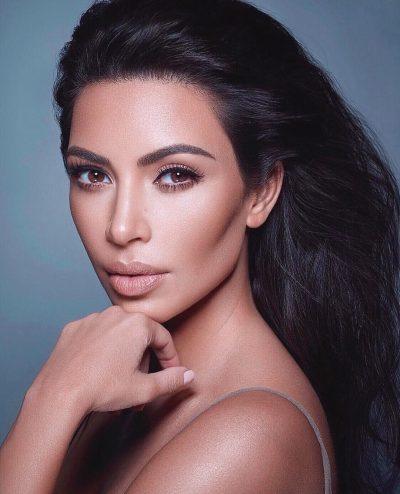 """TË GJITHË SHIHNIN CEREMONINË """"AMA""""/ Kim Kardashian shkëlqeu në një tjetër event (FOTO)"""