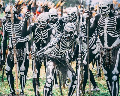 PAMJE TË PABESUESHME/ Kërcimi me vdekjen i fisit misterioz (FOTO)