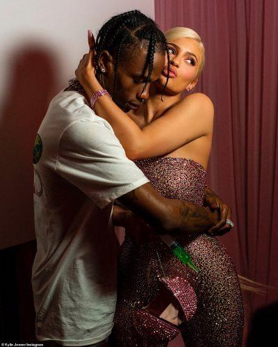 VILA E ËNDRRAVE/ Shtëpia e Kylie dhe Travis Scott është një çmenduri (FOTO)