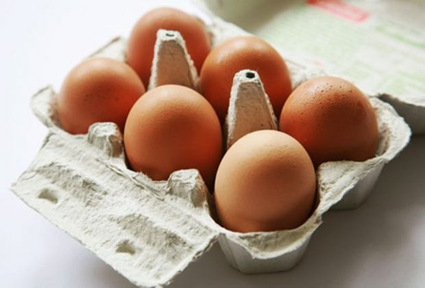 NË VETËM 5 SEKONDA/ Ja si mund ta kuptosh nëse vezët janë të freskëta (VIDEO)