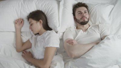 Letra: Rrallëherë ai zgjat më shumë se një minutë në shtrat