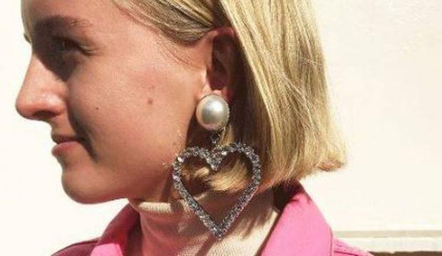 HARROJINI BIZHUTERITË E TJERA! Këtë vit do të mbani vetëm vathë në formë zemre (FOTO)