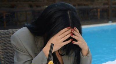"""""""MAMI KA SËMUNDJE TË RËNDË""""/ Këngëtarja e njohur përlotet """"live"""" në emision (FOTO)"""
