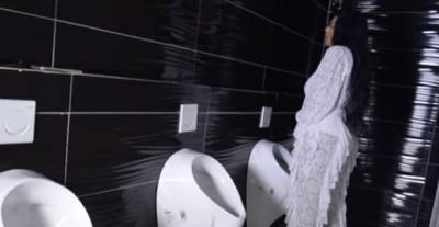 """""""UNË URINOJ NË KËMBË""""/ Kallashi """"shokon"""" ndjekësit me deklaratën e saj (VIDEO)"""