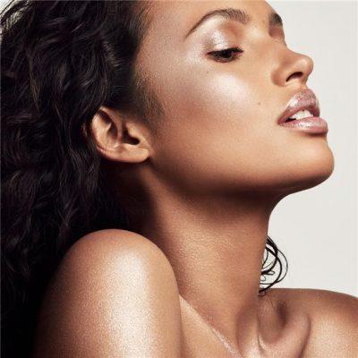 Make up-i në ngjyrë të argjend është trendi i vjeshtës (FOTO)