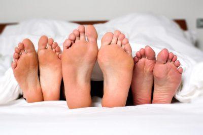 NGA THONJTË E VERDHË TEK I FTOHTI/ Ja çfarë tregojnë këmbët për shëndetin tuaj