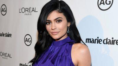 """Kylie Jenner në telashe me drejtësinë/ Ylli i """"make up-it"""" përfundon në gjykatë (FOTO)"""