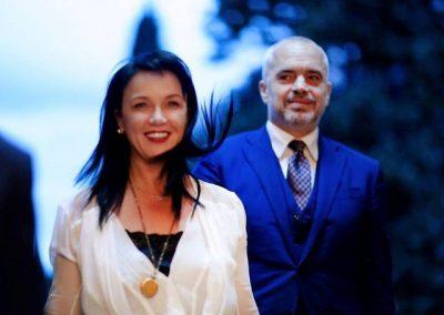 EDI RAMA DHE LINDA FESTOJNË PËRVJETORIN E MARTESËS/ 8 momentet më të bukura fotografike të çiftit
