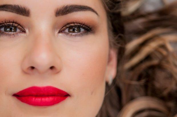 Si të keni buzë të kuqe perfekte në 5 hapa (FOTO)