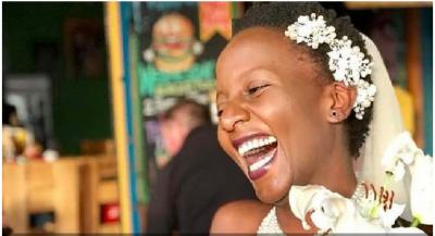 U LODH NGA PYETJET E NJERËZVE/ 32-vjeçarja vendos të martohet me veten (FOTO)