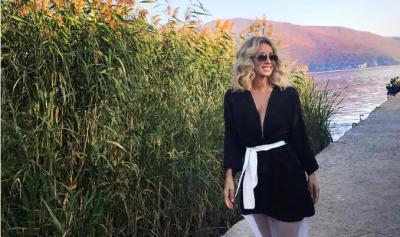PËR HERË TË DYTË NUSE? Miriam Cani vishet sërish me fustanin e bardhë dhe duket magjike (FOTO)