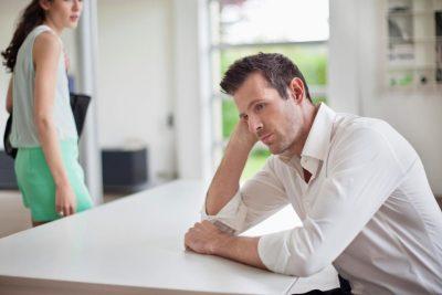FRIKA E BURRIT/ Tradhëtia me fqinjën 18 vite më të re do më shkatërrojë martesën