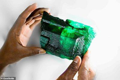 NGJYRË E GJELBËR/ Gjendet smeraldi i rrallë me çmim marramendës (FOTO)
