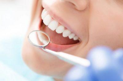 MOS E NEGLIZHONI/ Shëndeti i keq i gojës ndikon në hipertension