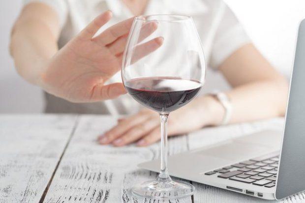 Zbuloni 6 gjërat që i ndodhin trupit tuaj kur lini alkoolin (FOTO)