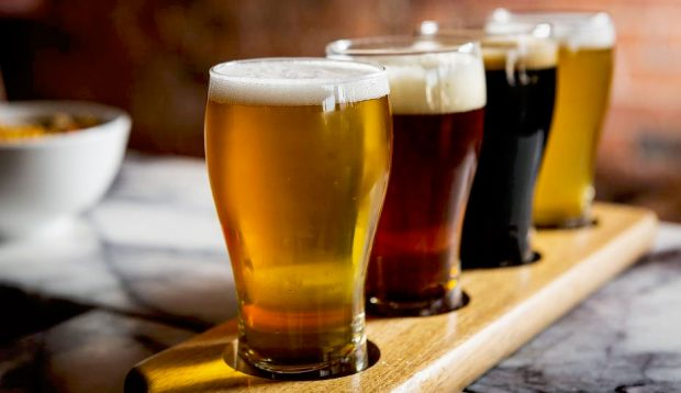 E DINIT? Birra është më efektive se paracetomoli për dhimbjen e kokës