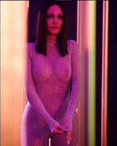 """""""U MAHNITËM""""/ Bleona Qereti shfaqet e veshur me fustan nusërie (FOTO)"""