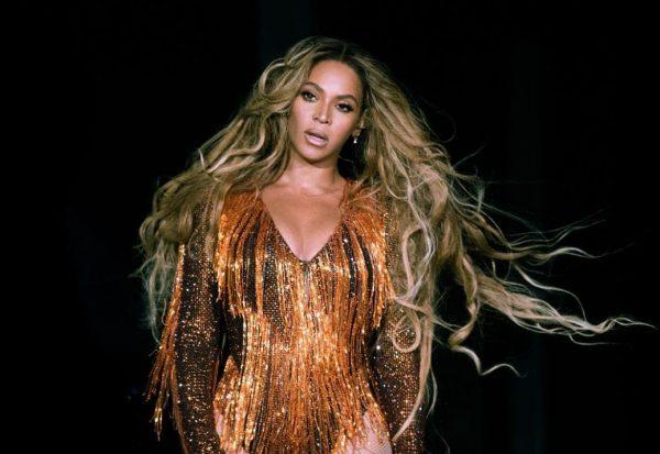 Pas një mungese në rrjete sociale/ Beyonce rikthehet më mahnitëse se kurrë (FOTO)