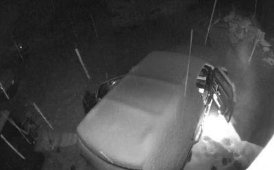 Çifti gjen makinën me dyer të hapura në mëngjes/ Kamerat zbardhin misterin (VIDEO)