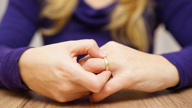 KISHIN TRE VITE TË NDARË/ Çifti i famshëm finalizoi më në fund divorcin (FOTO)