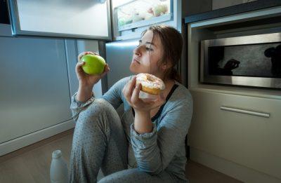 KINI KUJDES! Ngrënia gjatë natës rrit mundësinë e prekjes nga kanceri