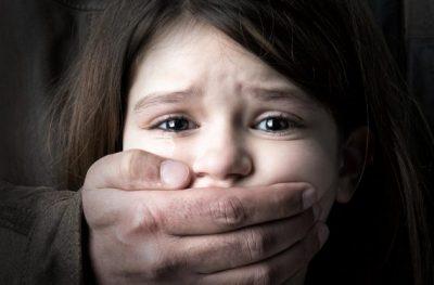 """""""Shoqja ime është e martuar me një pedofil""""/ Historia e vajzës së dhunuar nga bashkëshorti"""