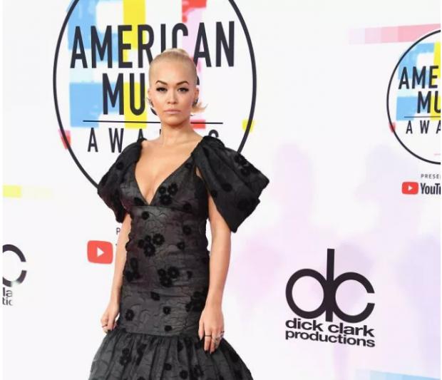 """""""U MAHNITËM""""/ Të veshurat më mirë në """"Amerikan Music Awards 2018"""" (FOTO)"""