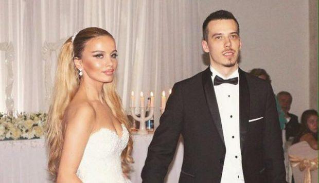 2 VITE PAS MARTESËS/Këngëtari shqiptar ndahet nga bashkëshortja (FOTO)