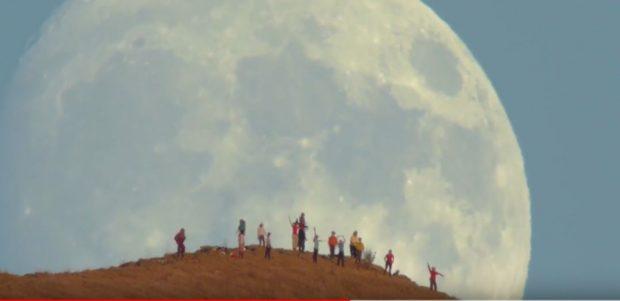 """ATY KU """"TAKOHESH"""" ME HËNËN/ Shihni pamjet e rralla që u filmuan në Kaliforni (VIDEO)"""