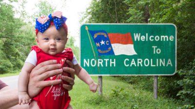 ÇFARË AVENTURE! Kjo vogëlushe ka shëtitur 50 shtete dhe është vetëm pesë muajshe