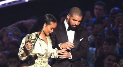 """""""DO TË DOJA NJË TË ARDHME ME RIHANNËN""""/ Drake befason me deklaratën e fundit (VIDEO)"""