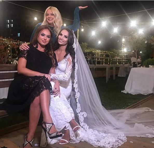 Martohet moderatorja shqiptare/ Ilda Bejleri publikon foto nga dasma