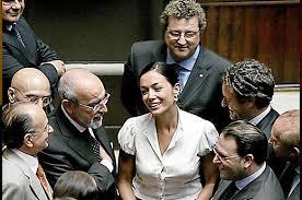TË PËRFSHIRA EDHE NË SKANDALE SEKSUALE/ Tetë politikanet më joshëse në botë (FOTO)