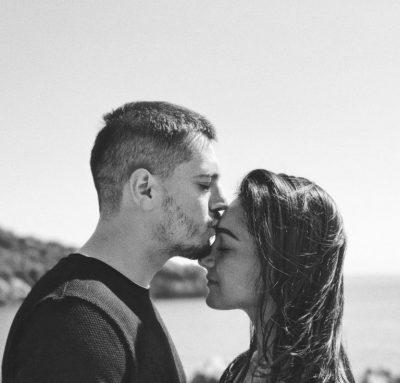 """ME PUSHIME NË BREGDETIN SHQIPTAR/ Klea Huta dhe Elgit Doda kapen """"mat"""" në çaste romantike (FOTO)"""