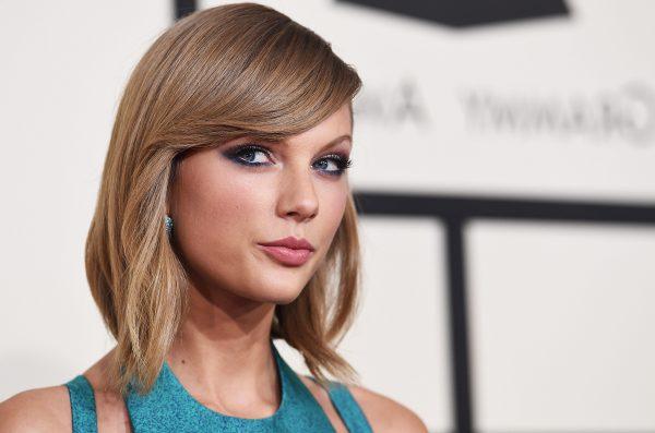 NËNA E FANSES KISHTE 3 VITE NË KOMA/ Taylor Swift dhuron 15 mijë dollarë