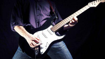 BOTA E MUZIKËS NË ZI/ Kitaristi 44-vjeçar gjendet i vdekur (FOTO)