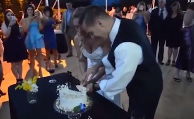 DO TË SHKRIHENI  SË QESHURI/ Dhëndri rrëzon nusen në ditën e dasmës (VIDEO)