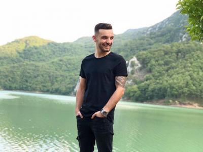 """NUK E PRISNIM/ Aktori i njohur i humorit vjen me super baladë në """"Këngën magjike"""" (FOTO)"""