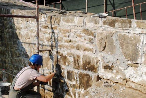 28 restauratorë nga 6 vende ballkanike rijetësojnë urën e Katiut