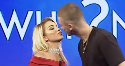 """Roza dhe Fero u puthën prapë në buzë por nuk e vutë re këtë detaj """"shokues"""" (FOTO)"""