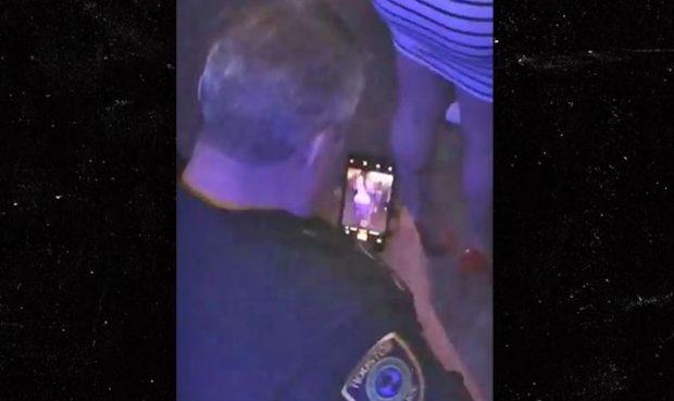 Të kapëm mat/ Polici fotografon të pasmet e një vajze në koncert (FOTO)