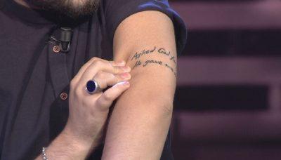 BABA PËR HERË TË PARË/ Visjan Ukcenaj zbulon tatuazhin që i dedikohet të birit
