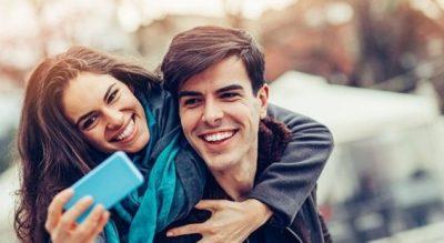 STUDIMI TRONDITËS/ Gjysma e çifteve aktrojnë në internet se kanë një lidhje të lumtur